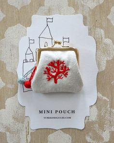 ~ ♥Embroidered Mini Pouch by Yumiko Higuchi Beaded Embroidery, Embroidery Stitches, Hand Embroidery, Embroidery Designs, Diy Projects To Try, Sewing Projects, Frame Purse, Handmade Purses, Fabric Bags