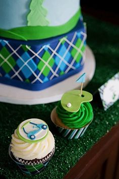 be golf cake w cuppies