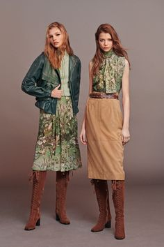 The complete Alberta Ferretti Pre-Fall 2020 fashion show now on Vogue Runway. 2020 Fashion Trends, Fashion 2020, Runway Fashion, Boho Fashion, High Fashion, Fashion Outfits, Dress Fashion, Skinny Jeans Kombinieren, Mode Renaissance