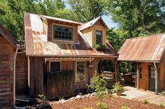 Over five years, this Alabama family built their sweet home from found materials and recycled wood. Very cool! From MOTHER EARTH NEWS magazine.