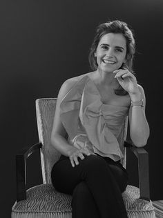 Emma Watson. Pinned by @lilyriverside Olivia Munn, Olivia Wilde, Emma Stone, Kristen Stewart, Emma Watson Beautiful, Emma Watson Style, Ema Watson, Logan Lerman, Daniel Radcliffe