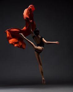 Stunning shot of Ning Tung captured by Ahjile Miller Marc Rivera #ballet #dance #dancephotography #dancersofinstagram #dancersofig #dancephotography #instagramfordancers #worldwidedance #balletinspiration #balletworld #ballerina