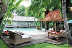 Balinese Home Decor, Tropical Theme in Asian Interior Decorating