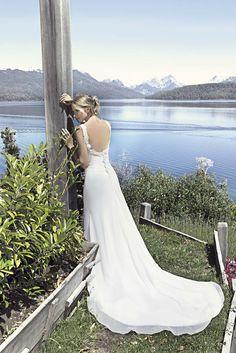 Vestido de Novia en razo y gaza de espalda pronunciada con Carola del Bianco divina!!! info@diegoescalantenovias.com