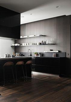 Elegantti tumma keittiö