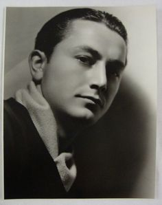 Robert YOUNG Bio * AFI Top Actor nominee > Active > Born Robert George Young 22 Feb 1907 Illinois > Died 21 July 1998 (aged California, respiratory failure > Spouse: Betty Henderson her death > Children 4 Hollywood Men, Hooray For Hollywood, Golden Age Of Hollywood, Vintage Hollywood, Hollywood Stars, Classic Hollywood, Old Movie Stars, Classic Movie Stars, Classic Films