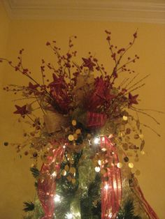 Kristen's Creations: How To Make A Tree Topper! (Bow Tutorial)    Looks like a great blog for decorating ideas for all seasons