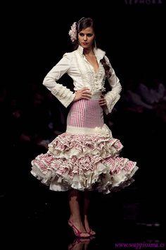 Spanish style – Mediterranean Home Decor Floral Maxi Dress, Dress Skirt, Flamenco Costume, Flamenco Dresses, Spanish Fashion, Fashion Sewing, Beautiful Gowns, Margarita, African Fashion