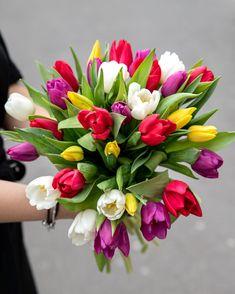 Un buchet cu lalele superb prin care poti transmite celor dragi o primavara minunata. #tulips #lalele #buchete #springflowers #tulipmania Magnolia Blog, Budget Bride, Flower Bouquet Wedding, Flower Arrangements, Centerpieces, Birthday, Plants, Board, Floral Arrangements