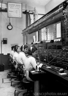 vintage everyday: 20 Vintage Photos of Women Telephone Operators at Work Photographs Of People, Vintage Photographs, Vintage Images, Vintage Phones, Vintage Telephone, Old Pictures, Old Photos, Flower Pictures, Shorpy Historical Photos