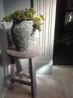 project pot: bestaande (geglazuurde) pot oud gemaakt met muurvuller!