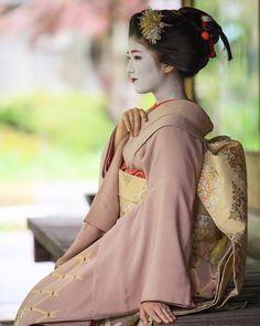 """geisha-kai: """" May 2017: maiko Katsuna with the sakkou hairstyle by kwc_photo on Instagram She's going to become a geiko on May 18 ^__^ ༼ つ ◕◡◕ ༽つ Geisha-kai on P a t r e o n    Instagram """""""