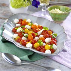 Ljummen tomat- och mozzarellasallad | Året Runt