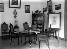Interieur with portrait of Queen Wilhelmina. Java, Queen Wilhelmina, Interior Architecture, Interior Design, Dutch East Indies, Dutch Colonial, Vintage Houses, History, Authenticity