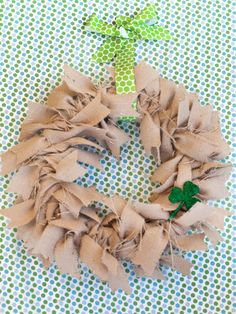 DIY St. Patrick's  : DIY Easy-to-Make Burlap Wreath