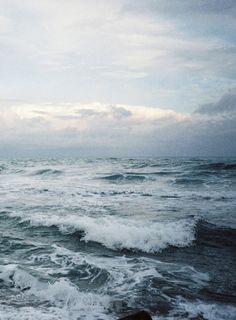 Just Pinned to Landscapes: Avec la Mer du Nord comme dernier. Water Waves, Ocean Waves, Beyond The Sea, Stormy Sea, Sea And Ocean, Ocean Beach, Am Meer, Strand, Wonders Of The World