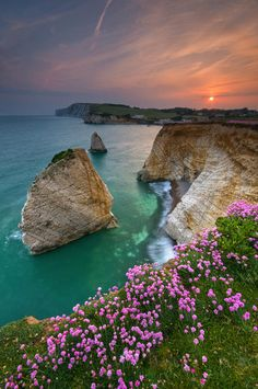 Freshwater Bay © Island Visions *isle of wight Beautiful Islands, Beautiful Places, Isle Of Wight England, Uk Holidays, Ile De Wight, Holiday Places, All Nature, Beautiful Landscapes, Fresh Water