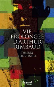 A la suite d'une confusion, c'est avec la dépouille d'un inconnu qu'Isabelle Rimbaud fait le trajet de Marseille à Charleville. Déjouant les pronostics des médecins, Arthur, lui, se remet. Et ce sont les journaux qui lui apprennent sa mort... Jadis poète, naguère marchand, Jean-Nicolas-Arthur Rimbaud sera-t-il capable de s'inventer un troisième destin ? Relancé dans la tourmente de l'histoire, de l'affaire Dreyfus aux tranchées de la Première Guerre mondiale