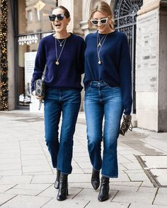Do your cropped jeans fit you properly? From flare to high waisted, there are so many styles of cropped jeans to choose from to build a capsule wardrobe Outfit Jeans, Cropped Jeans Outfit, Jeans Outfit Winter, Crop Jeans, Crop Flare Jeans, Blue Jeans, Jeans Denim, Mode Outfits, Jean Outfits