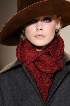 Winter romance - deep red knit, broad brim and smokey eyes, impossible to look away from such beauty