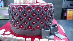 Graduation cake, red, graphic designs, circles, flowers, owl, grey, torta, laurea, rossa, gufo, fiori, disegni grafici, geometrici, grigia ,congratulation, congratulazioni