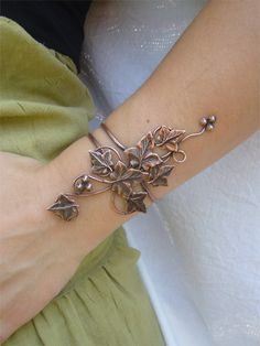amazing handmade copper jewelry / Copper ivy bracelet
