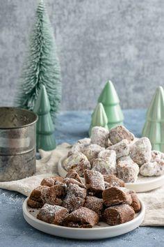 Wow, sind die lecker! Und dann noch so einfach zu backen. Traumstücke sind extrem beliebt – hier habe ich nun weitere Varianten mit Spekulatius oder Schoko Tonkabohne.  #weihnachten #kekse #plätzchen #traumstücke Dog Food Recipes, Cooking Recipes, Sweet Bakery, Christmas Cookies, Cereal, Sweets, Chocolate, Breakfast, Desserts