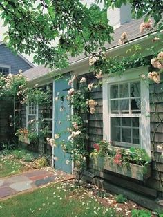Charming gray shingled cottage in Nantucket, MA. Cottage Shabby Chic, Beach Cottage Style, Beach Cottage Decor, Cozy Cottage, Coastal Cottage, Cottage Homes, Coastal Living, Beach Cottage Exterior, Nantucket Cottage