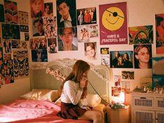 Imagem de girl, retro, and vintage dream bedroom, dream rooms, girls bedroom Retro Room, Vintage Room, Bedroom Vintage, Retro Bedrooms, Teen Girl Bedrooms, Bedroom Posters, Aesthetic Room Decor, 80s Aesthetic, Aesthetic Vintage
