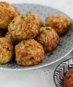 Cheesy cauliflower-mozzarella-balls. Delicious and easy to prepare. Recipe in english and german. Blumenkohl-Mozzarella-Bällchen, kalorienarm und köstlich.