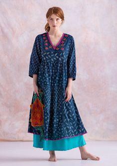 "Kleid ""Soho"" aus Öko-Baumwolle | Gudrun Sjödén Swedish Fashion, Quirky Fashion, Fashion Over 50, Colorful Fashion, Simple Dresses, Dresses For Work, Soho, Over 50 Womens Fashion, New Shape"