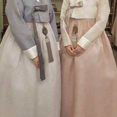 The Dan Women – Page 6 – Hanbok The Dan ‧ Made with ♥ Korean Hanbok, Korean Dress, Korean Outfits, Korean Traditional Dress, Traditional Dresses, Fashion Silhouette, English Fashion, Modest Wear, Girl Fashion