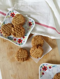 Peanut Butter Protein Cookies. Cookies that double as Breakfast, and Workout snacks? Yes Please!