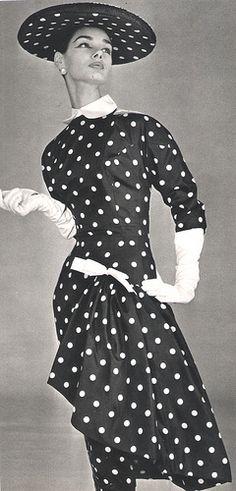 Vintage fashion outfits retro polka dots 60 new Ideas Vintage Fashion 1950s, Mode Vintage, Retro Fashion, Trendy Fashion, Fashion Outfits, Fashion 2020, Modest Fashion, Korean Fashion, Fashion Ideas