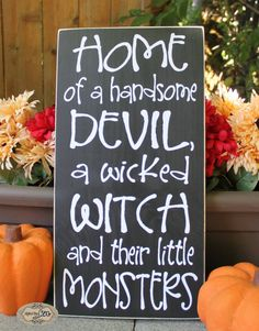 Pin for Later: halloween signs. Home of a handsome devil, a wicked witch and their little monsters - Halloween Sign - Monsters - Devil - Wicked WItch - Style# by SignsbyJen. Feliz Halloween, Fröhliches Halloween, Holidays Halloween, Halloween Pallet Signs, Halloween Camping, Classy Halloween, Rustic Halloween, Halloween Table, Family Halloween Costumes