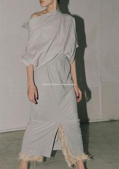 Aida Becheanu by Dan McMahon for Centrefold Magazine April 2016 Grey Fashion, Minimal Fashion, Love Fashion, Fashion Models, Fashion Design, George Models, Simple Style, Editorial Fashion, Fashion Editor
