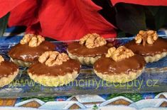 Ořechové košíčky Cheesecakes, Muffin, Breakfast, Food, Advent, Decor, Biscuits, Morning Coffee, Decoration