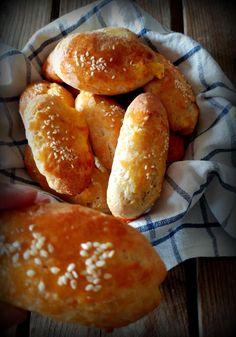 Εύκολα και γρήγορα τυροπιτάκια κουρού - συνταγή mamatsita.com Pie Recipes, Starters, Hamburger, Favorite Recipes, Sweets, Bread, Snacks, Cooking, Health