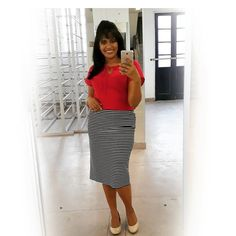 Look do Dia: •  Blusa e saia Janine Braz.... LISTRAS ,porque listras ainda está na moda .... use e abuse delas, aqui temos uma saída lápis em malha , super versátil, com está blusinha básica feita em crepe Galiano, um tecido muito bom, super leve e confortável... porque conforto é o que importar.  • #estilistajaninebraz  #modafeminina  #evangelicos  #modaevangelica  #assembleiadedeus  #assembleianascomestilo