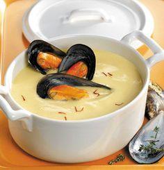 Prepara una deliciosa sopa de mejillones aportándole un toque extra de cremosidad con un poco de leche o nata. El resultado merece la pena.