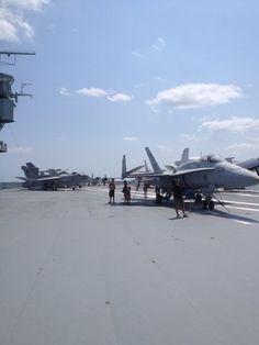 Flight Deck of USS Yorktown Uss Yorktown, Flight Deck, Places Ive Been, Aviation, Navy, Building, Travel, Hale Navy, Viajes