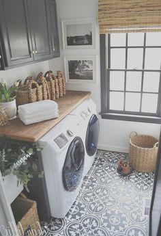 Rustic Laundry Rooms, Tiny Laundry Rooms, Farmhouse Laundry Room, Laundry Room Design, Laundry In Bathroom, Farmhouse Style, Laundry Area, Farmhouse Decor, Laundry Decor