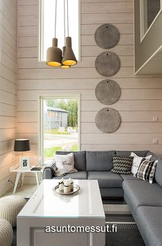 Honka Harmonia - Asuntomessut Cabin Homes, Log Homes, Cottage Design, House Goals, Decoration, Building A House, Sweet Home, Dining Table, Couch