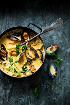 mussels (photo by Jeremy Simons) I Love Food, A Food, Dark Food Photography, Foodblogger, Food For Thought, Seafood Recipes, Soup Recipes, Food Styling, Food Inspiration