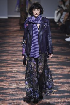 Etro Fall 2016 Ready-to-Wear Collection Photos - Vogue School Fashion, Fashion Week, Fashion 2017, Fashion Show, Winter Trends 2016, Fall 2016, Purple Fashion, Fancy, Autumn Winter Fashion