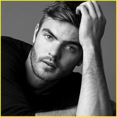 The 5th Wave's Alex Roe Talks Filming His Own Stunts, His Celeb Crush & More for JJ Portrait Session!