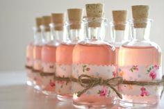 Y para la limonada casera... 10 Mini DIY cork bottle favors  Adorable vintage by HuffyHen