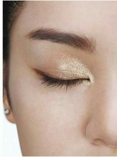 Very natural makeup with just a touch of sparkle for the special day if perfect for the Bohemian Bride