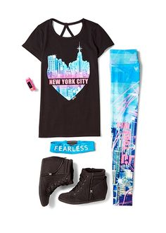 Fall Outfits Do you New York? Let the world know it with matching leggings, tees and head wraps. Complete the look with so-now wedge sneakers! Cute Girl Outfits, Dance Outfits, Sport Outfits, Kids Outfits, Cool Outfits, Summer Outfits, Casual Outfits, Justice Clothing, Justice Shirts