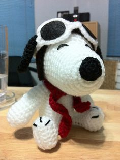 Red Baron Snoopy I made for my friend Malo =) Crochet Teddy, Crochet Dolls, Crochet Baby, Knit Crochet, Crochet Crafts, Crochet Projects, Snoopy Birthday, Snoopy Love, Crochet Stars